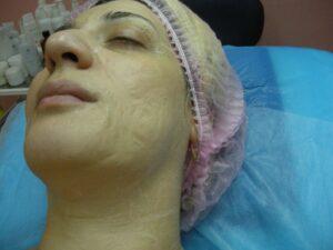 11. Теперь нужно дать маске подсохнуть. Старайтесь не разговаривать и не шевелить мускулами лица